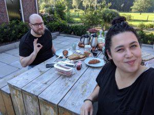 Genieten van ontbijt bij overnachting verrassing
